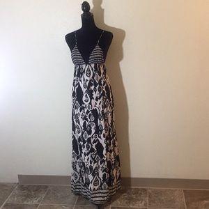 💕[Forever 21] Black and White Maxi Dress 💕